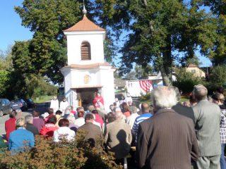 Sváteční mše u kapličky v Kundraticích