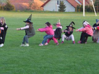 Čarodějnice umí táhnout za jeden provaz...