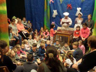 """""""Čtení dětem - za oponou s místním divadelním souborem"""""""